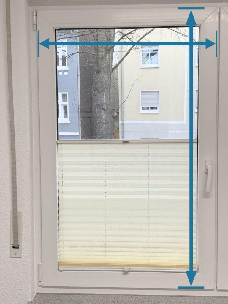 1. Gesamtansicht des Fensters, sowie Angaben zu den Maßen des Fensters